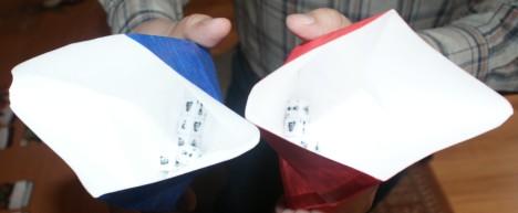 Obydwaj gracze zaczynają grę z 8 Pomocnikami.